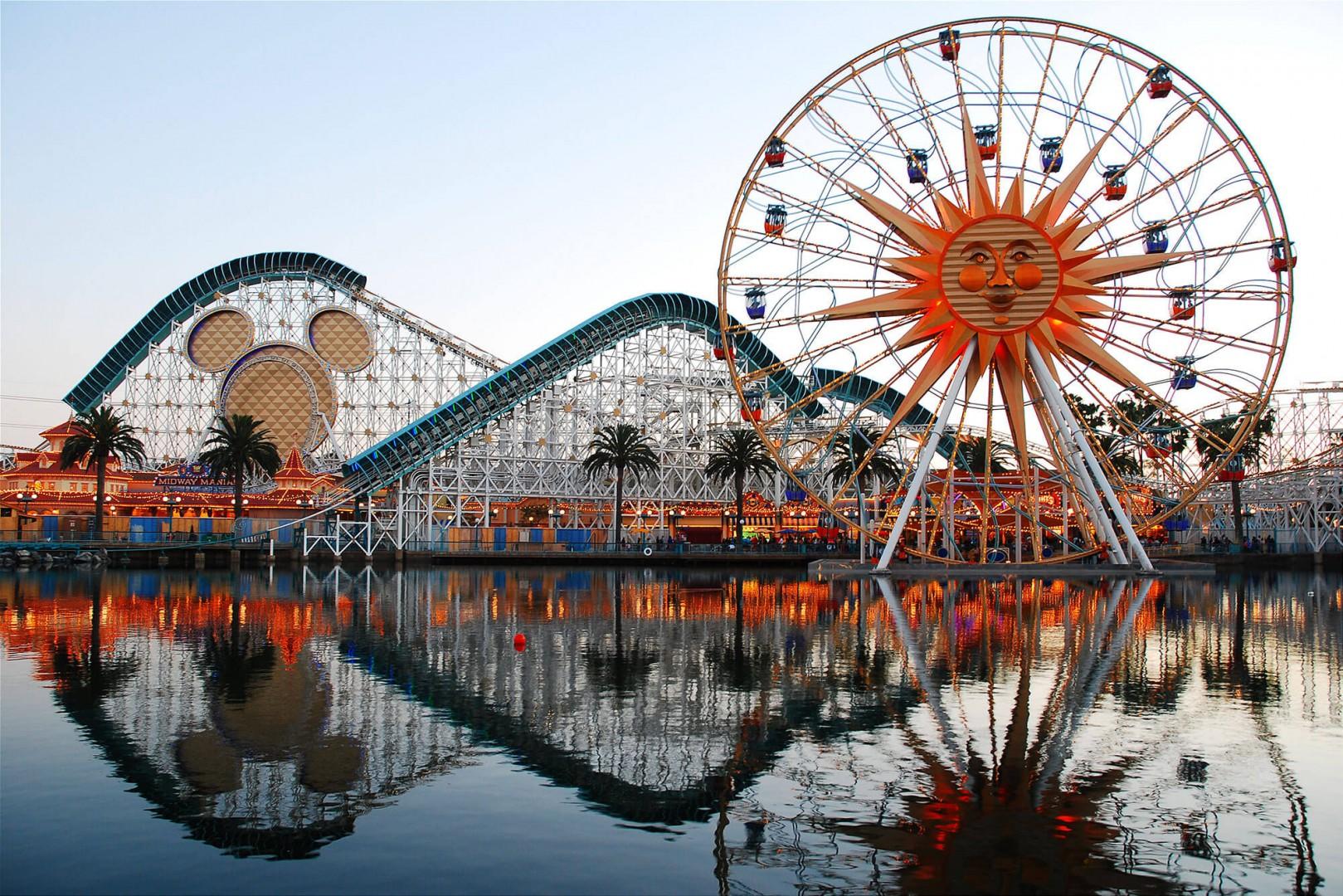 Amusement park located in Anaheim County California